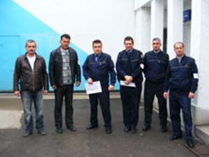 Angajaţii Penitenciarului Drobeta-Turnu-Severin, membri ai Sindicatului Naţional al Lucrătorilor din Penitenciare (SNLP) au intrat de ieri în doliu pe termen nelimitat, prin purtarea de banderole negre pe braţ.